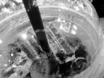 Americano noir a glacé le café en noir et blanc Images stock