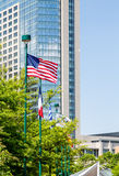 Americano pelo hotel de vidro azul Imagens de Stock Royalty Free