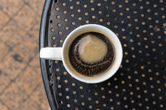 Americanokoffie in standaard witte mok Royalty-vrije Stock Afbeelding