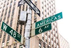 Americas avenytecken & st New York för W 48 Arkivbild