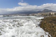 americas plażowi wyspa kanaryjska las Spain Tenerife Wyrzucać na brzeg dla surfingowów, w Tenerife, Hiszpania Kamienna plaża amer fotografia royalty free