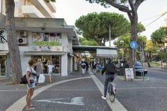 Amerigo Vespucci Avenue à Rimini, Italie Photographie stock
