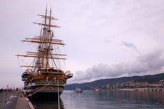 Amerigo Vespucci es una nave alta de la marina de guerra de Italia Foto de archivo
