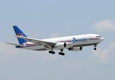 Amerijet cago Flugzeuglandung lizenzfreies stockbild