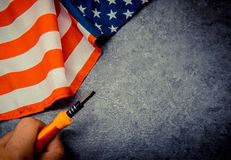 Amerika-Flagge mit Werkzeug Stockfotografie