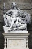 Amerika och Australien, statyer som visar personifikationer av kontinenterna museumnaturhistorisches vienna arkivbilder