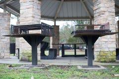 Amerikaans BBQ gebied in park royalty-vrije stock afbeeldingen