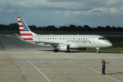 Amerikaans Eagle-vliegtuig op tarmac bij La Romana International Airport stock foto