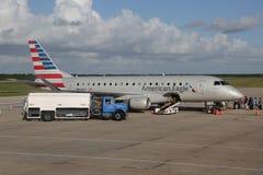 Amerikaans Eagle-vliegtuig op tarmac bij La Romana International Airport stock fotografie