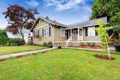 Amerikaans huis buiten met randberoep Royalty-vrije Stock Foto