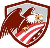 Amerikaans Kaal Retro de Vlagschild van Eagle Clutching de V.S. Stock Afbeelding
