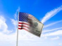 Amerikaans markeer ons dollar over blauw hemelconcept Royalty-vrije Stock Fotografie