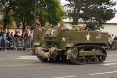 Amerikaans militair voertuig van het Tweede Wereldoorlog paraderen voor de nationale dag van 14 Juli, Frankrijk stock afbeelding