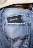 Amerikaans paspoort in achterzak stock afbeeldingen