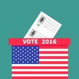 Amerikaans vlagstemming Stemmingsvakje met document leeg bulletinman Vrouwenconcept Opiniepeilingspost De dagstem 2016 van de voo Stock Foto