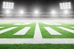Amerikaans Voetbalgebied met Stadionlichten en Exemplaarruimte stock fotografie