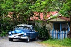 Amerikaanse auto in Puerto Esperanza, Cuba Stock Afbeelding