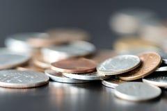 Amerikaanse centen op een donkere oppervlakte royalty-vrije stock foto's