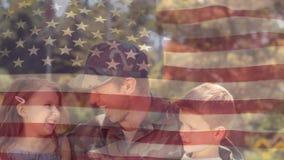 Amerikaanse die militair met kinderen wordt herenigd stock videobeelden
