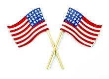 Amerikaanse die vlaggen op wit worden gekruist Royalty-vrije Stock Afbeeldingen