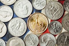 Amerikaanse dollar en centmuntstukken Royalty-vrije Stock Foto's