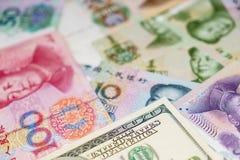 Amerikaanse dollar en Chinese yuans Stock Foto's