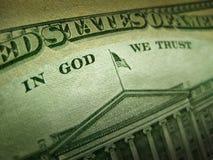 Amerikaanse Dollar in God vertrouwen wij op Inschrijving Royalty-vrije Stock Foto's