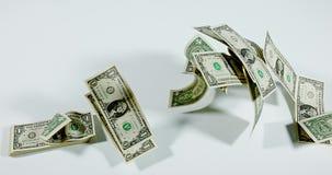 1 Amerikaanse dollarbankbiljetten die tegen Witte Achtergrond vliegen, stock footage