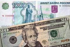 Amerikaanse dollars en Russische roebel Stock Afbeelding