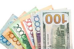 Amerikaanse dollars en tenge van Kazachstan Stock Afbeelding