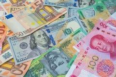 Amerikaanse dollars, Euro geld, Australische dollars en Chinese yua Stock Fotografie