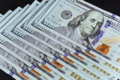 Amerikaanse dollars Honderd Dollarsbankbiljetten, 100 Royalty-vrije Stock Foto's