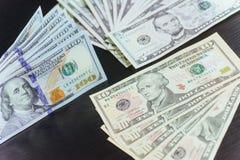 Amerikaanse dollars Honderd Dollarsbankbiljetten, 100, 10, dolla 5 Stock Afbeeldingen