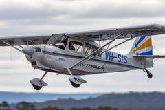 Amerikaanse enige de motor aerobatic vliegtuigen vh-SIS van de Kampioens8kcab-180 Super Tienkamp stock foto's
