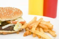 Amerikaanse hamburger met frieten royalty-vrije stock fotografie