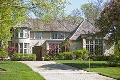 Amerikaanse huis en tuin. stock afbeeldingen