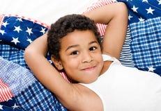 Amerikaanse jongen van het kielzog de omhoog Stock Afbeeldingen