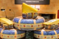 Amerikaanse Kaas op vertoning in kruidenierswinkelopslag stock fotografie