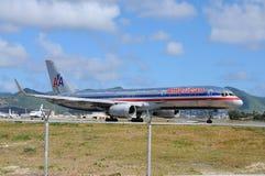 Amerikaanse Luchtvaartlijn op de luchthaven van Juliana van de Prinses Royalty-vrije Stock Foto's