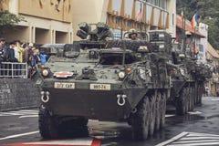 Amerikaanse militaire konvooipas door Brasov, Roemenië Stock Fotografie