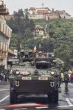 Amerikaanse militaire konvooipas door Brasov, Roemenië Royalty-vrije Stock Foto's