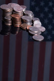 Amerikaanse Muntstukken over vlag Royalty-vrije Stock Foto