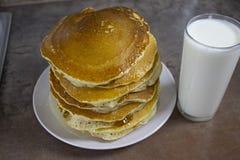 Amerikaanse Pannekoeken! PUNKEYKI-smakelijk en snel! Ontbijt! stock foto