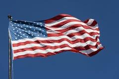 Amerikaanse patriotvlag tegen dag Royalty-vrije Stock Foto's