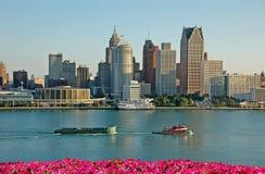Amerikaanse stadshorizon en waterkant Stock Afbeelding