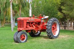 Amerikaanse uitstekende tractor Stock Foto's