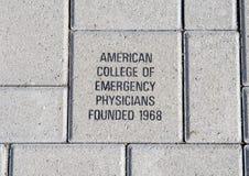 Amerikaanse Universiteit van de baksteen van Noodsituatieartsen, EMF Plein, Nationaal ACEP-Hoofdkwartier, Dallas, Texas stock afbeeldingen