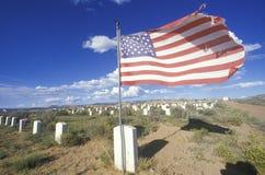 Amerikaanse vlag bij de begraafplaats van Navajo royalty-vrije stock fotografie