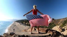 Amerikaanse vlag in Californië stock footage