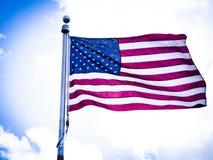Amerikaanse vlag in de hemel royalty-vrije stock afbeelding